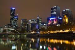De horizonmening van Melbourne over de Yarra-Rivier royalty-vrije stock afbeeldingen