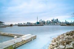 De Horizonmening van Toronto van het Eiland van Toronto met vliegtuig het vliegen Royalty-vrije Stock Afbeelding