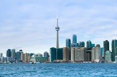 De Horizonmening van Toronto van het Eiland van Toronto met vliegtuig het vliegen Royalty-vrije Stock Foto's