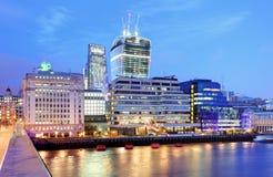 De Horizonnen van Londen bij schemer Engeland het UK stock fotografie