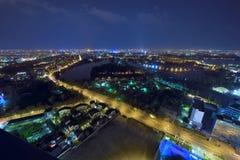 De horizonpanorama van Boekarest bij bluehour Stock Afbeeldingen