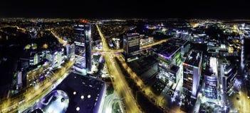 De horizonpanorama van Boekarest bij bluehour Royalty-vrije Stock Foto's