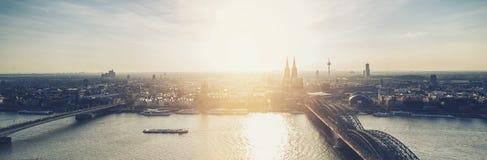De Horizonpanorama van Keulen bij schemer Royalty-vrije Stock Fotografie