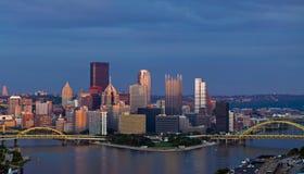 De horizonpanorama van Pittsburgh. stock afbeeldingen