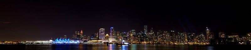De horizonpanorama van Vancouver bij nacht Stock Fotografie
