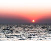 De horizontale levendige het branden abstractie van het zonsondergangonduidelijke beeld Stock Foto
