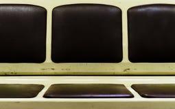 De horizontale wijnoogst zit in metro van Moskou stedelijke backdro als achtergrond stock foto