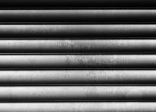 De horizontale zwart-witte uitstekende achtergrond van de metalltextuur Stock Fotografie