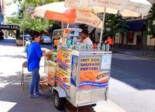 De Hotdog van New York en de Tribune van de Pretzel Royalty-vrije Stock Afbeeldingen