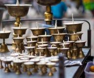 De houders van de messingskaars op straatmarkt Royalty-vrije Stock Foto