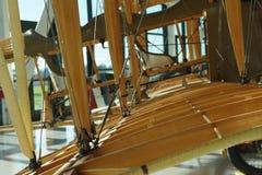 De hout ontworpen uitstekende vliegtuigen van de tweedekkerconfiguratie Stock Afbeelding