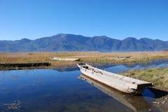 De houten boot van de kust Stock Foto