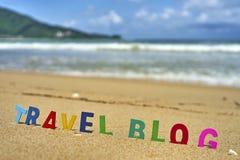 De houten brieven van de REISblog op het strand Royalty-vrije Stock Afbeelding