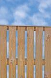 De houten Bruine Omheining van het Piket, Cloudscape, Wolken, Hemel Stock Afbeelding