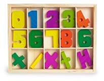 De houten cijfers van het stuk speelgoed in een doos Stock Fotografie