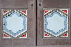 De houten deur snijdt Royalty-vrije Stock Afbeeldingen