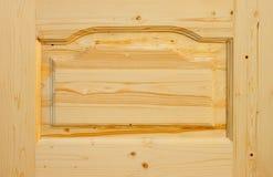 De houten deur van het fragment die van naaldboom wordt gemaakt Royalty-vrije Stock Afbeeldingen