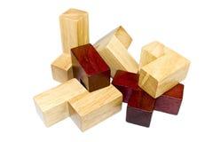 De houten geïsoleerde elementen van het kubusraadsel Stock Fotografie