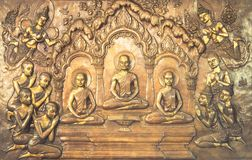 De houten gravure van Boedha De muurschilderingschilderijen vertellen het verhaal over de geschiedenis van Boedha ` s stock foto's