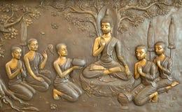 De houten gravure van Boedha De muurschilderingschilderijen vertellen het verhaal over de geschiedenis van Boedha ` s stock afbeeldingen