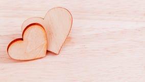 De houten harten op houten achtergrond Royalty-vrije Stock Afbeeldingen