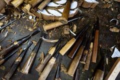 De houten hulpmiddelen zijn op de lijst dichtbij het product royalty-vrije stock fotografie