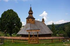 De Houten kerk van Slowakije van St Basilicum Groot van eind van 18de Eeuw in het Dorp van Hrabova Roztoka royalty-vrije stock afbeelding