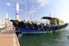 De houten meertros van de motorboot bij wuyuanwan jachtjachthaven royalty-vrije stock afbeeldingen