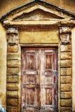 De houten muur van deurina grunge royalty-vrije stock foto's