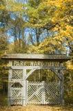 De houten poort van het park Stock Afbeeldingen