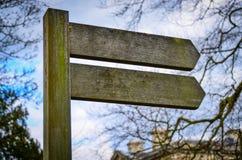 De houten post van het pijlteken Stock Foto