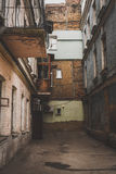 De houten ruit van het bakstenen muurvenster Stock Foto's