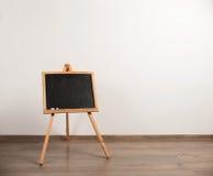 De houten schildersezel van de schildersdriepoot Stock Foto