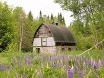 De houten schuur van het koord in platteland Stock Fotografie