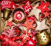 De houten sterren van de Kerstmisdecoratie en gouden kaarsen Royalty-vrije Stock Afbeelding