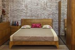 De houten stijl van de bedslaap comfortabel Royalty-vrije Stock Foto's
