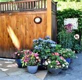 De houten structuur bij ingang aan Brug van Fowers, Shelburne valt, Franklin County, Massacusetts, Verenigde Staten, de V.S. royalty-vrije stock foto