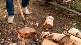 De houten vlam van de brandpot stock footage