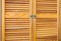De houten Zonneblinden worden gemaakt van Dunne Stroken, Geïsoleerde Achtergrond of Textuur stock afbeeldingen