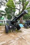 De houwitser van de V.S. M114. Het Museum van oorlogsresten, Ho Chi Minh Stock Afbeeldingen