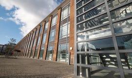 De Hub, onderhouden bureaus in een vernieuwde art decostijl die op Farnborough-Bedrijfspark, Hampshire het UK voortbouwen royalty-vrije stock afbeeldingen