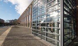 De Hub, onderhouden bureaus in een vernieuwde art decostijl die op Farnborough-Bedrijfspark, Hampshire het UK voortbouwen stock afbeeldingen