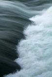 De Huidige Stroomversnelling Whitewater van de rivier Royalty-vrije Stock Afbeeldingen