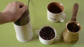 De huiskoffie in lijst stock videobeelden