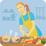 De huisvrouw maakt een diner Stock Foto's
