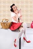 De huisvrouw van Pinup in de wasserij Royalty-vrije Stock Afbeelding