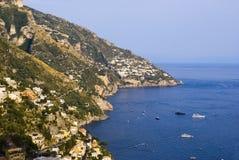 De huizen op de kust van Amalfi Stock Foto