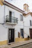 De huizen in Santiago doen Cacem Stock Foto