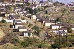 De Huizen van de lage Kostengemeente in Voorsteden van Durban, Zuid-Afrika Stock Foto's