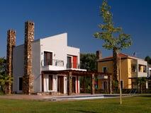 De huizen van de luxe op de Griekse kust Royalty-vrije Stock Fotografie